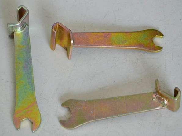 Clamping strip spanner