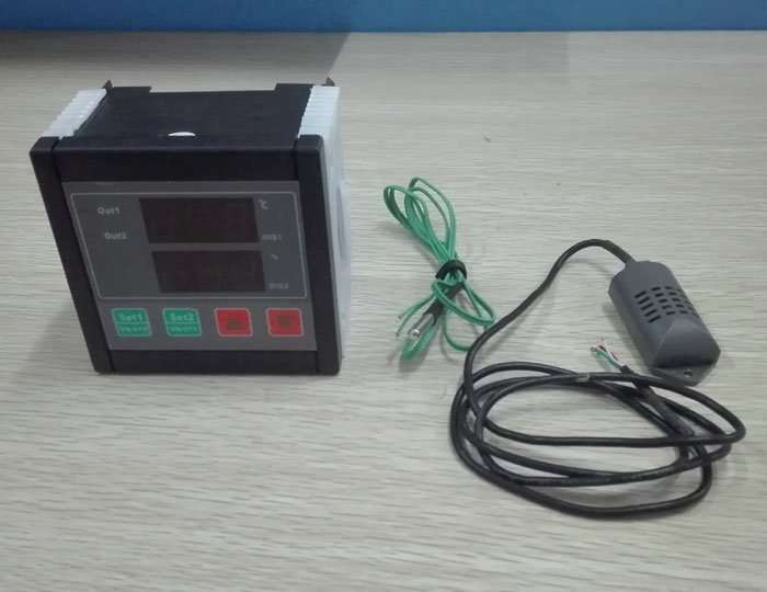 Microcomputer digital thermostat and humidity instrument