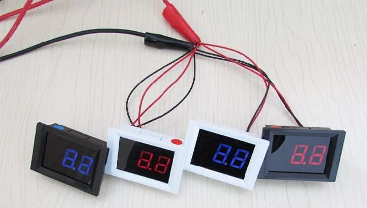 DC Upper And Lower Limit Alarm Voltage Meter 4.5-40V 78
