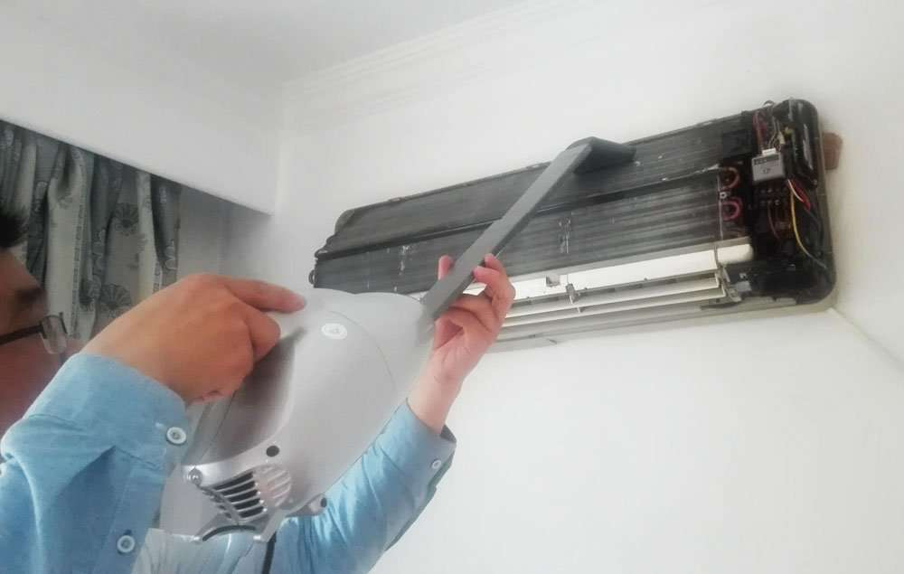 Ductless Air Conditioner dust cleaning Device 2
